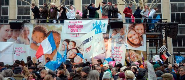 Stor protest mot samkonade aktenskap