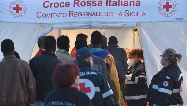 Busschauffor kastade av flyktingar fran bussen
